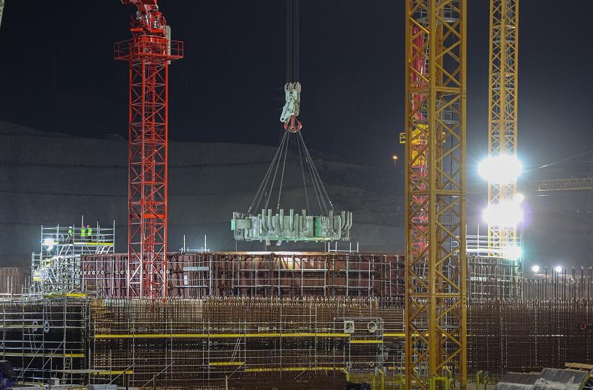 На втором блоке строящейся АЭС «Аккую» установлена ферма-консоль