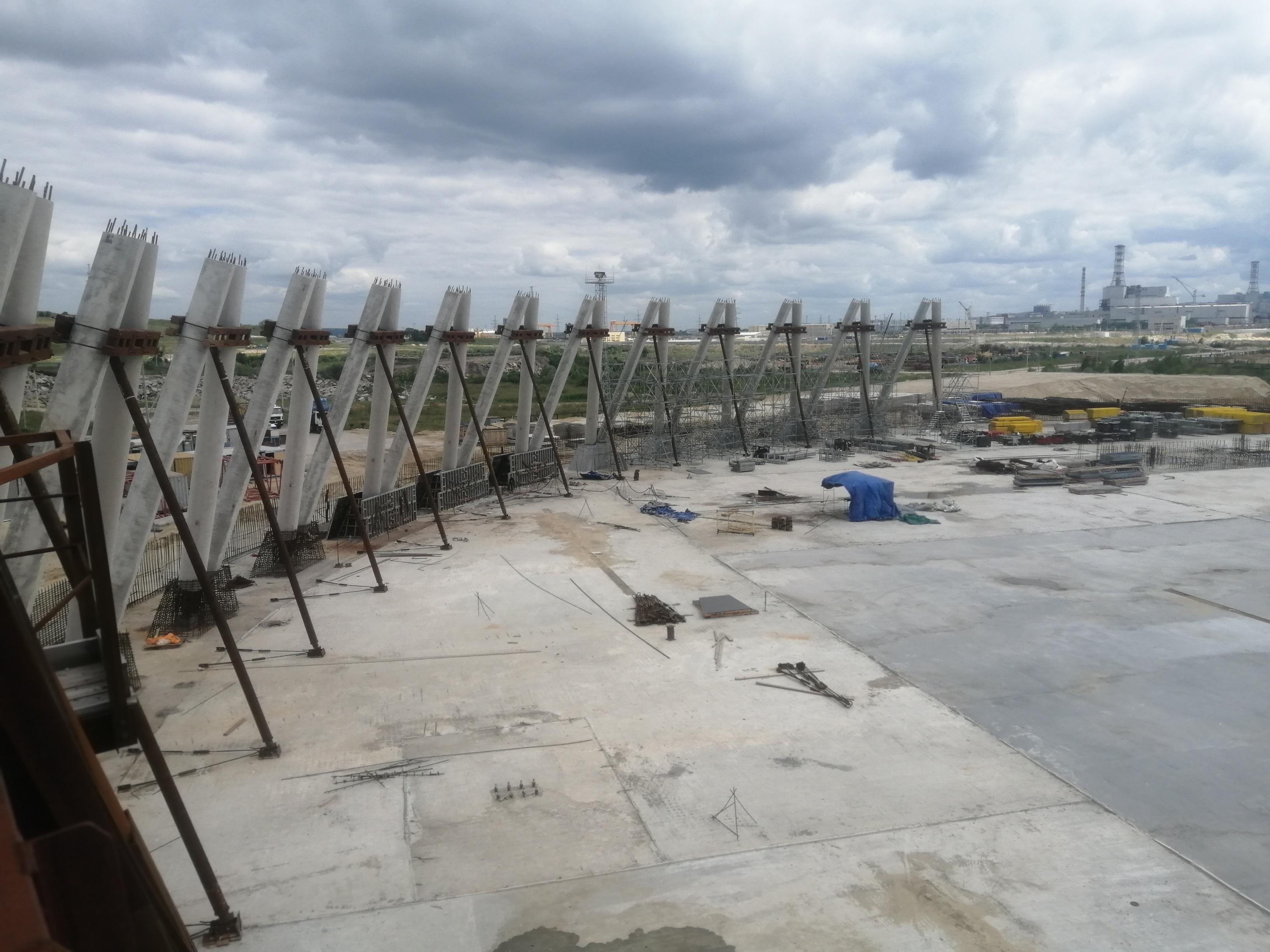 На строительной площадке Курской АЭС-2 продолжается возведение градирни