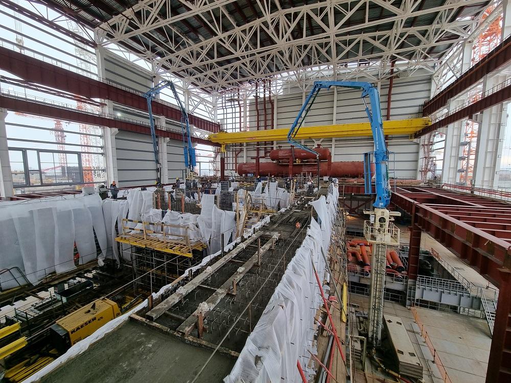 Специалисты АО «КОНЦЕРН ТИТАН-2» закончили бетонирование верхней фундаментной плиты турбоагрегата в здании турбины первого энергоблока КуАЭС-2