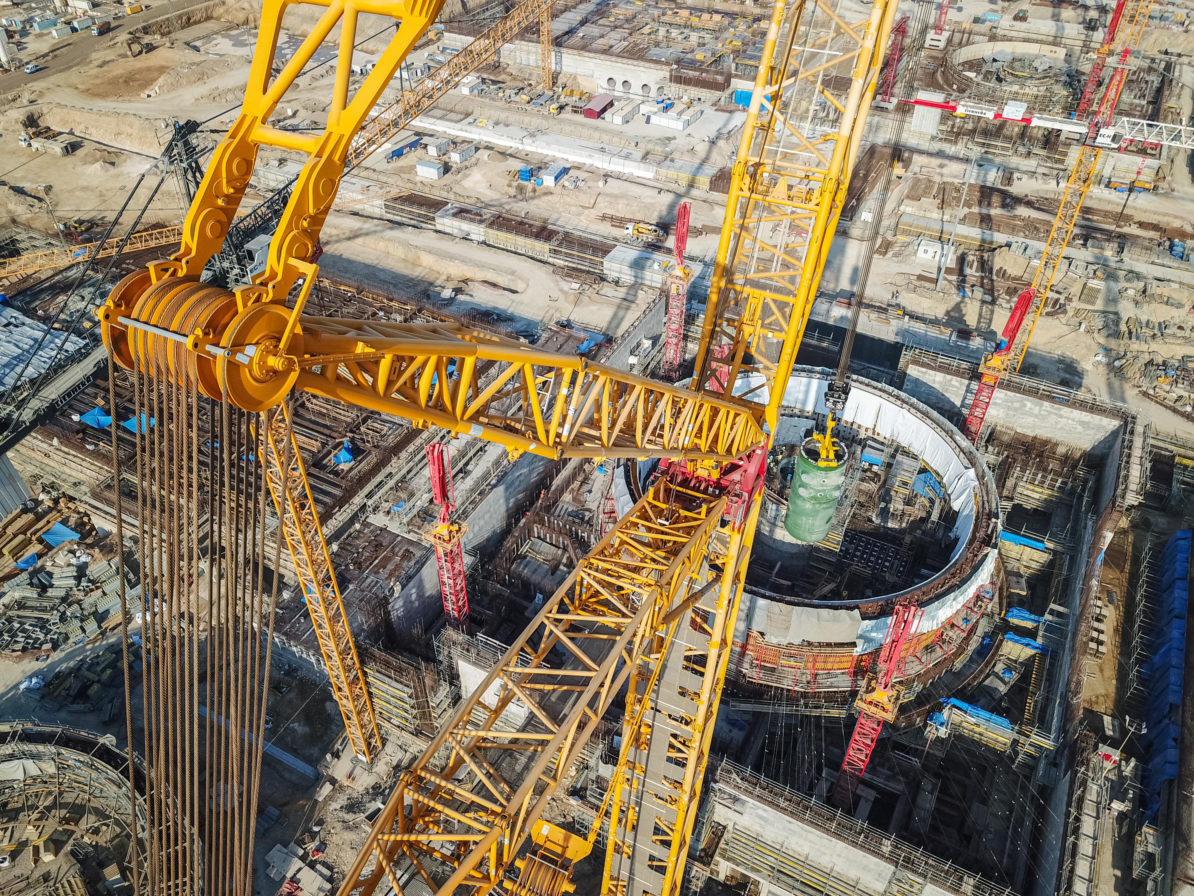 Шестой энергоблок Ленинградской атомной станции был успешно включен в единую энергосистему страны