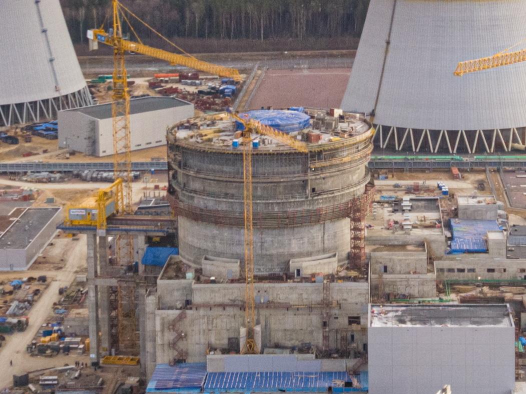 Специалисты первого участка СМУ-2 АО «КОНЦЕРН ТИТАН-2» закончили бетонирование наружной защитной оболочки здания реактора строящегося энергоблока Ленинградской АЭС