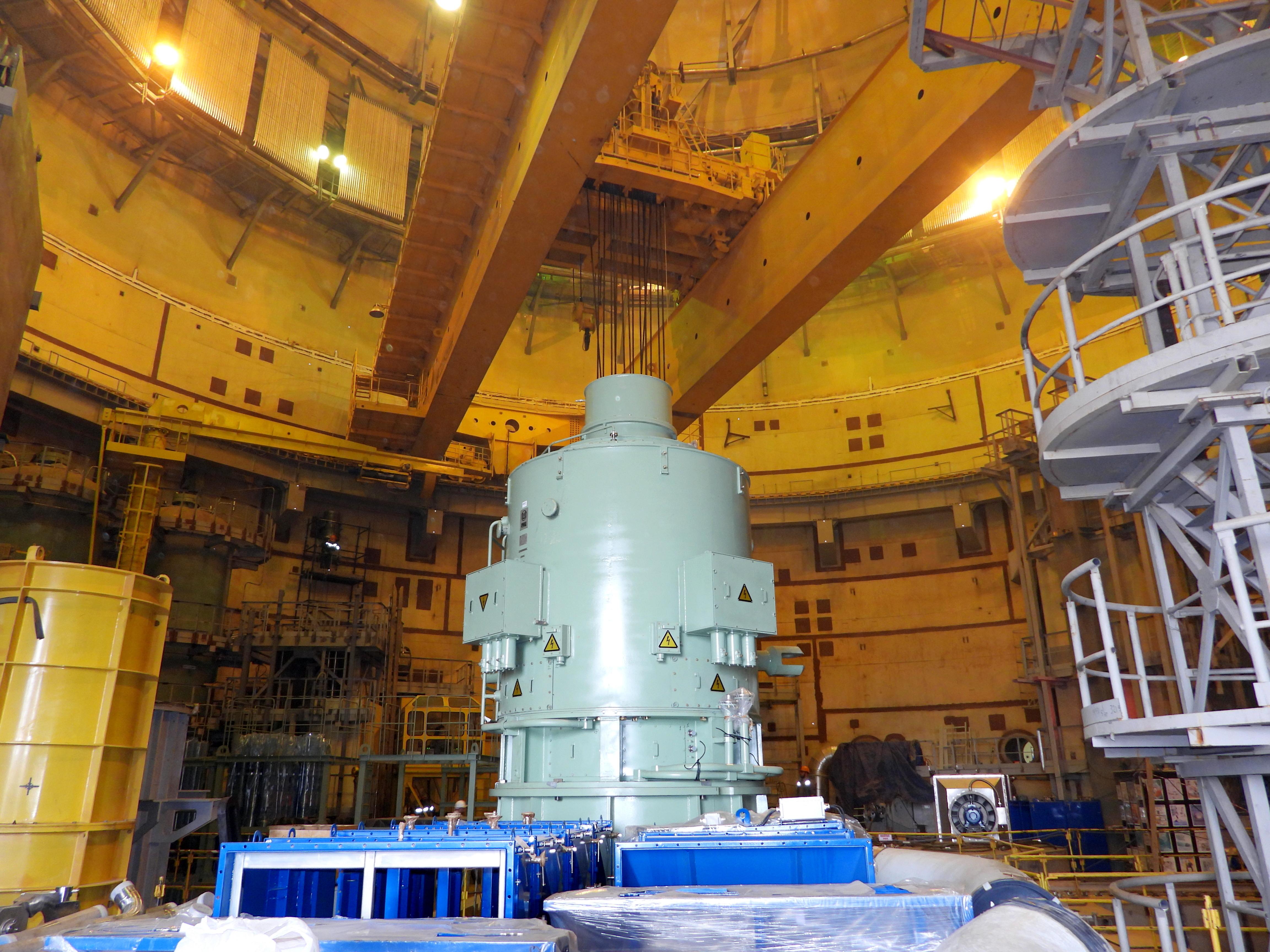 В реакторном отделении 2-ого энергоблока ЛАЭС-2 начались операции по установке электродвигателей ГЦН на штатные места